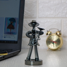 مجسمه فلزی  موزیسین مدل فنری کد 5743